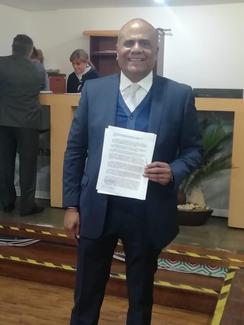 Abogado Gabriel Hernández presenta solicitud para asumir ...
